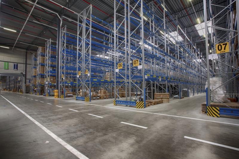 Interieur groot magazijn VDR bouwgroep Action Marcel de Graaf fotografie Deventer